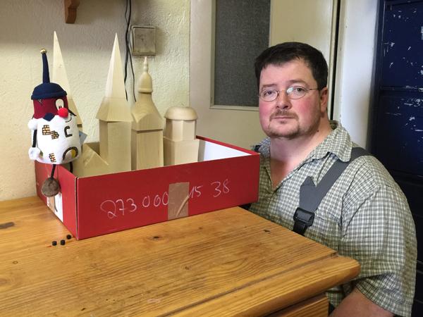 Steffen Fischer in seiner Werkstatt