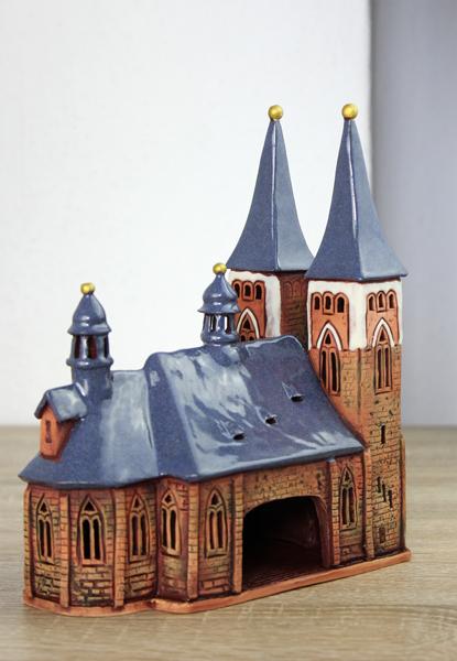 Rückseite der Keramikkirche St. Jakob