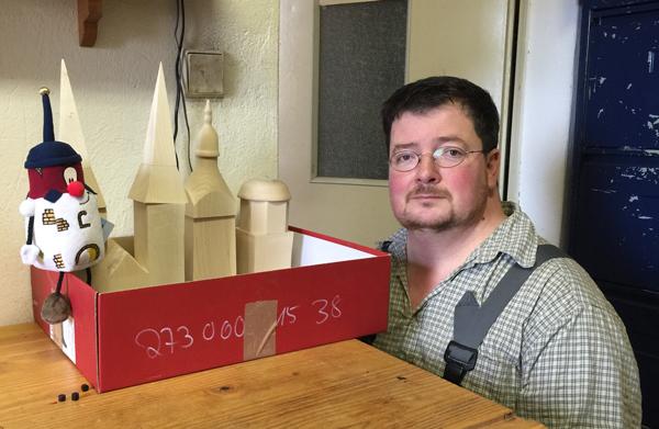 Steffen in seiner Werkstatt