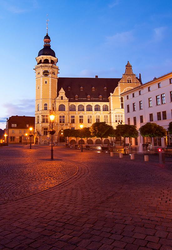 Das Rathaus Köthen bei Nacht